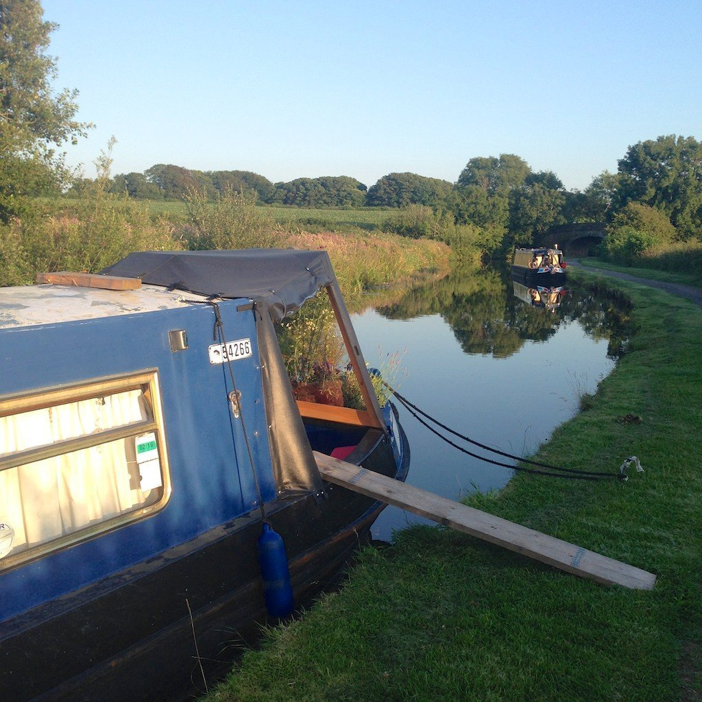 narrowboat_canal_England