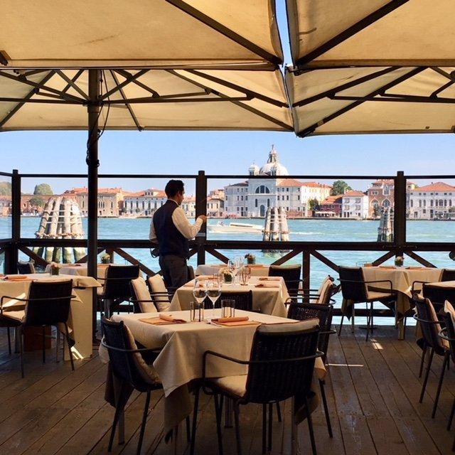 Venice_canal_restaurant_lineadombra