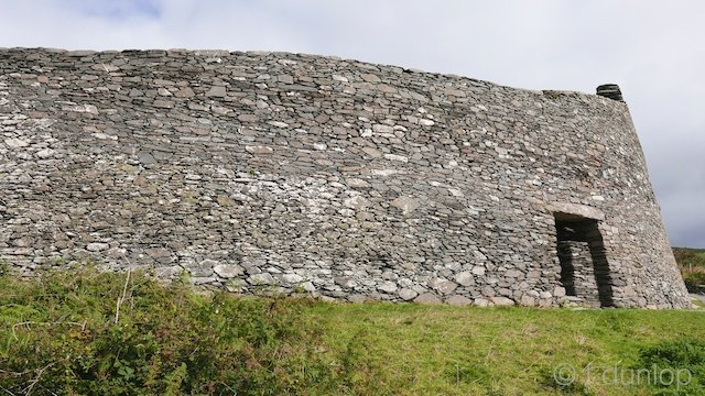Ireland_Iveragh_peninsula_cahergall stone fort