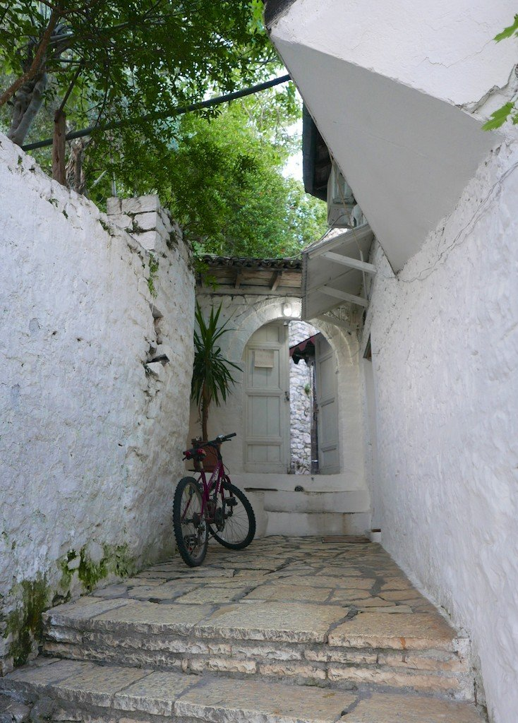 Alleyway leading to Liili restaurant in Berat