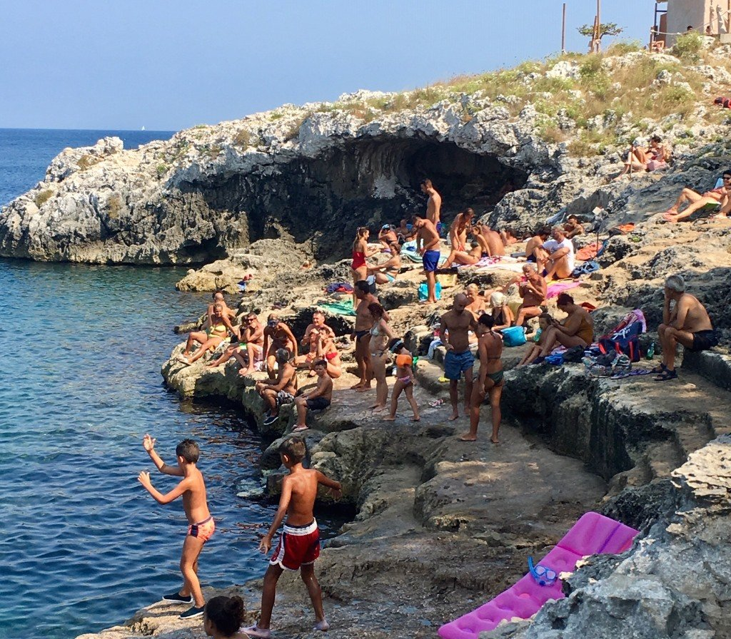 Puglia, Salento, Porto Badisco swimmers on rocks