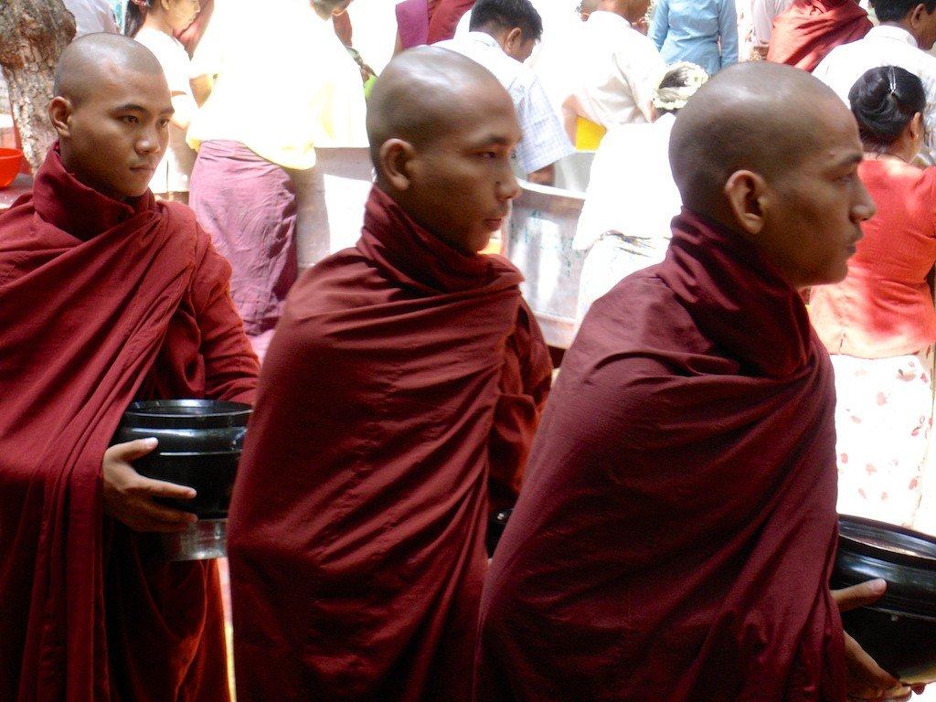 Burma, Mandalay, Mahagandhayon monastery - lunch