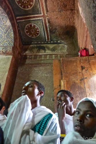 Ethiopia_Lalibela_church_interior_pilgrims