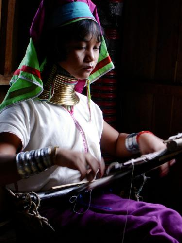 Inle Lake 'giraffe' woman weaving
